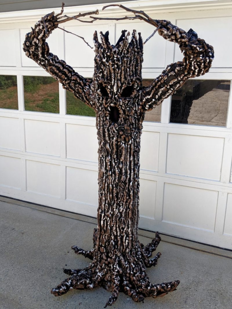 Easy DIY of Creepy Tree to Spook up Your Halloween
