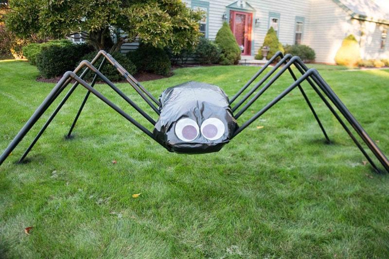Giant spider decoration