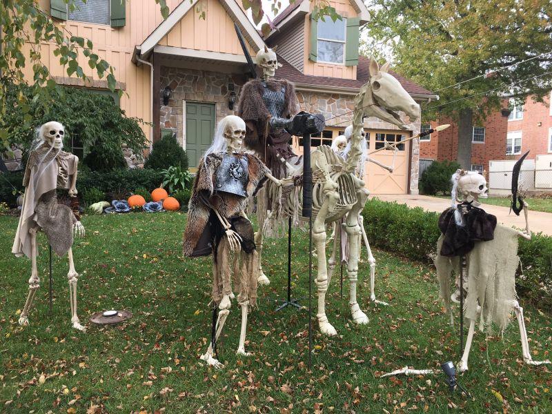 GoT Halloween skeleton display