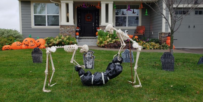 Skeleton Halloween outdoor decoration ideas