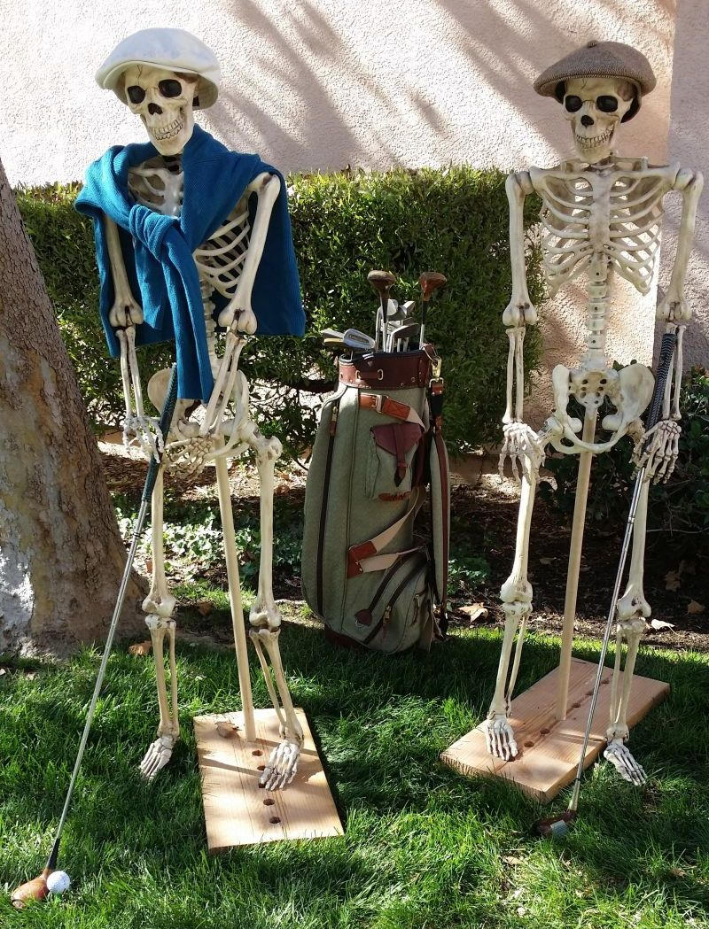 Skeleton golfers in your lawn