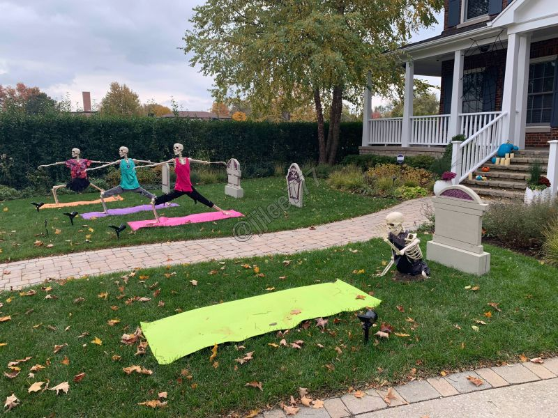 Skeletons trying Yoga