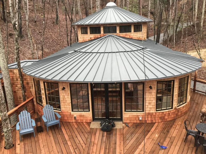 Take a Look of Millennium Falcon-Inspired Treehouse in North Carolina