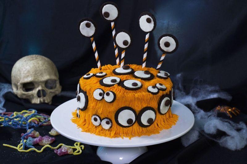 Hairy monster cake with Oreo eyes