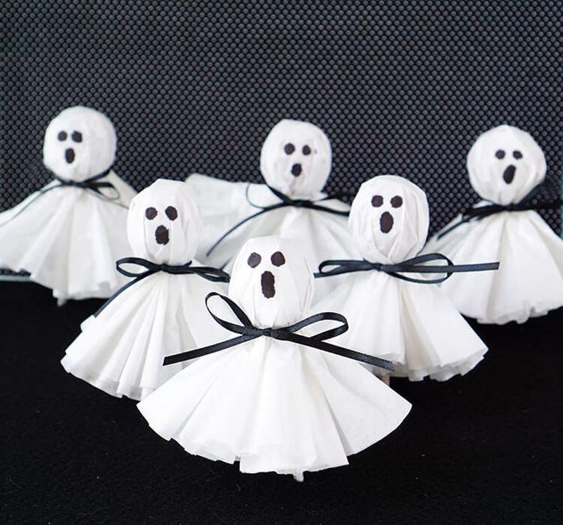 Lollipop ghosts Halloween crafts for kids