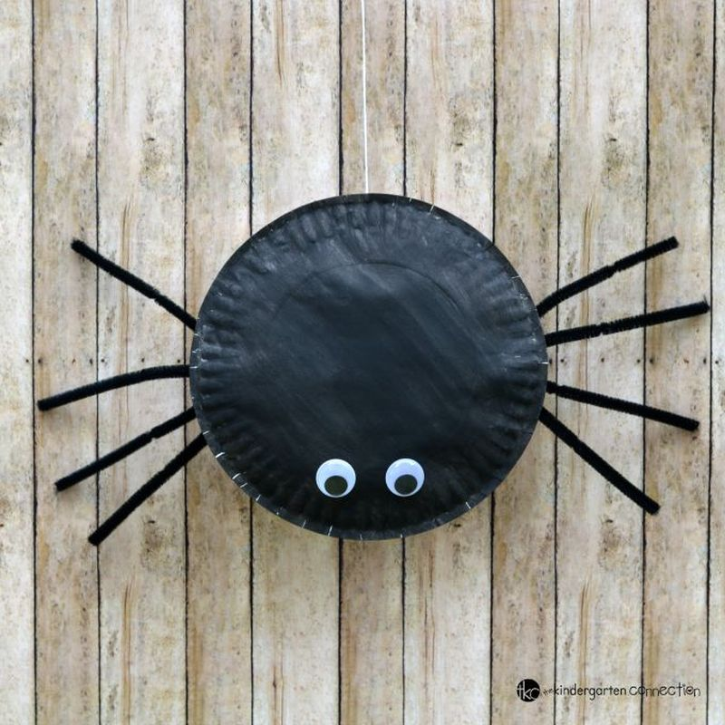 Paper plate spider Halloween craft for kids