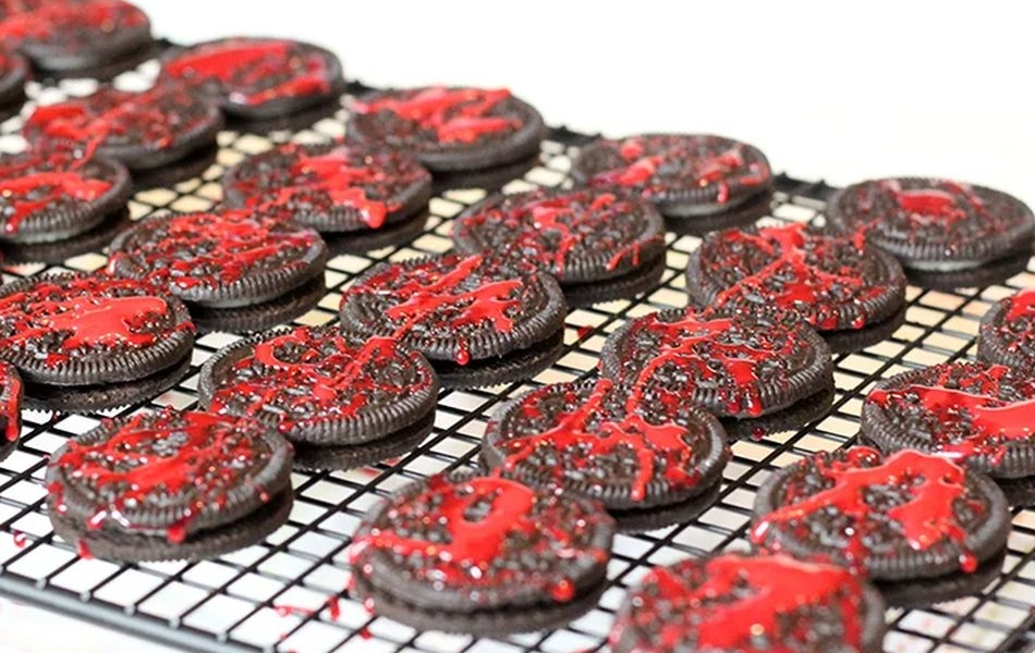 Prompt Sanguinary Touch to Your Halloween Party with Blood Spatter Oreo Cookies