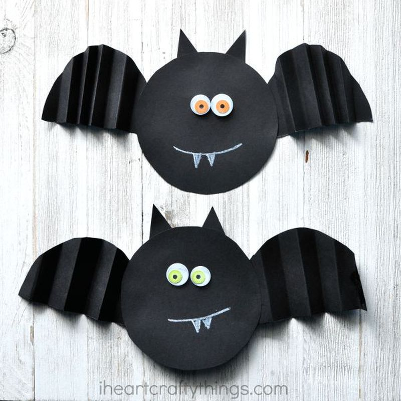 Simple fold paper bat Halloween craft for kids