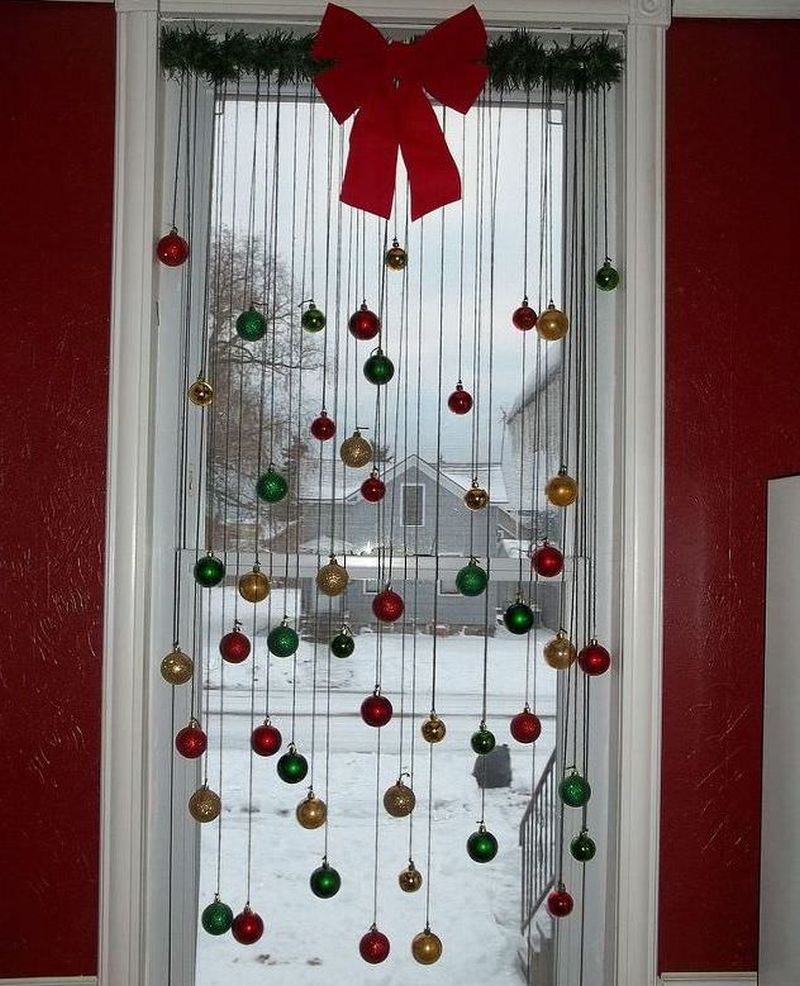 Easy and Inexpensive Christmas Window Decoration Ideas