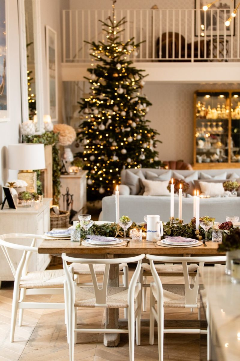 Cozy Christmas dining table