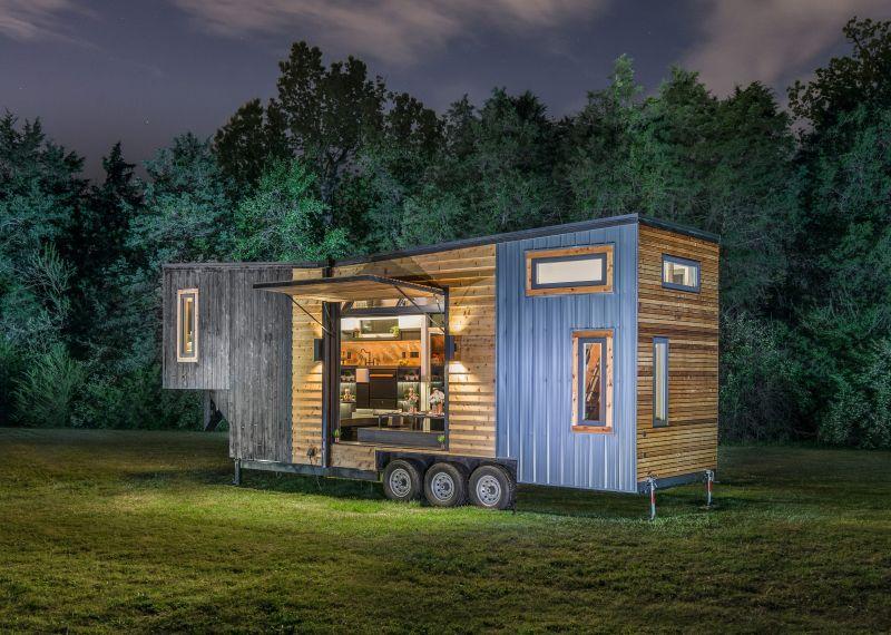 This Luxurious Gooseneck Trailer Tiny House Sleeps a Family of Six