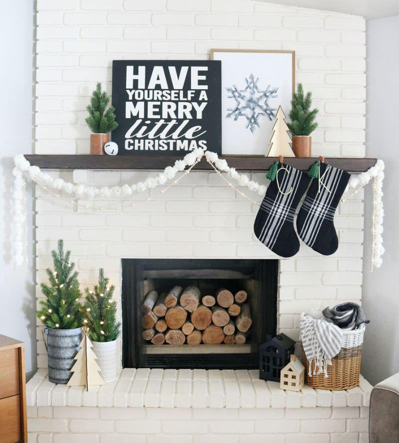 Fuss-Free Christmas Fireplace Mantel Decoration Ideas