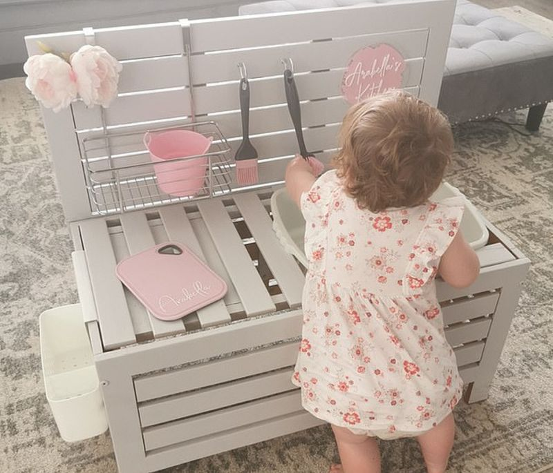 Mom Builds Kitchen from Storage Box as Christmas Present for Toddler Daughter
