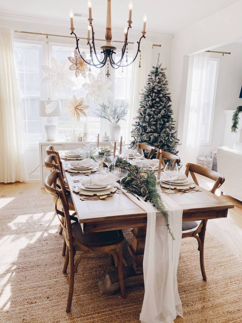 Simple Christmas tablescape with white table runner