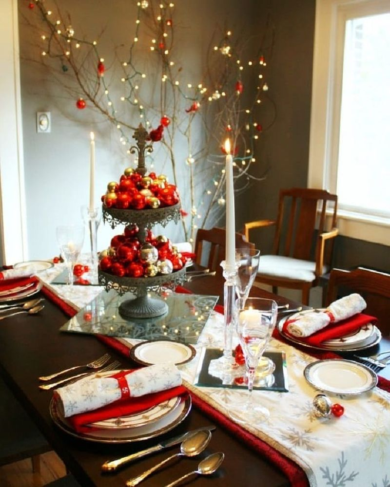 Simple red and white Christmas dining table