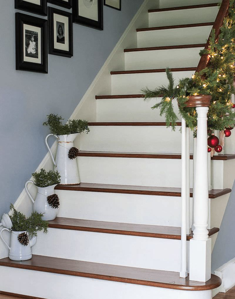 Christmas Staircase Decoration Ideas to Try Out This Holiday Season