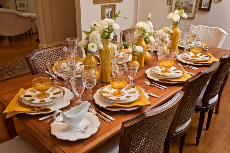 gold-filled Thanksgiving table decor ideas