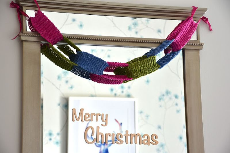 Crocheted DIY Christmas garland