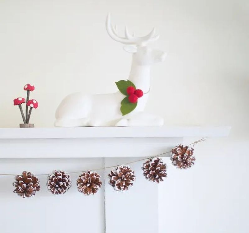 DIY Christmas Garland from Pinecones