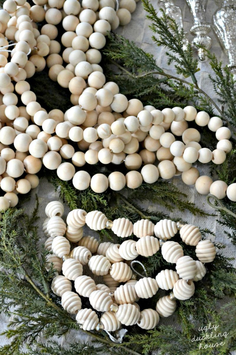 DIY Christmas garland from beads