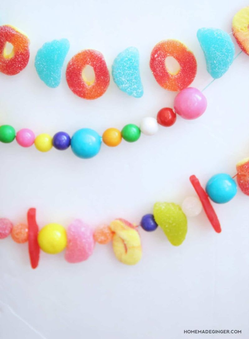 DIY Christmas garland from candies