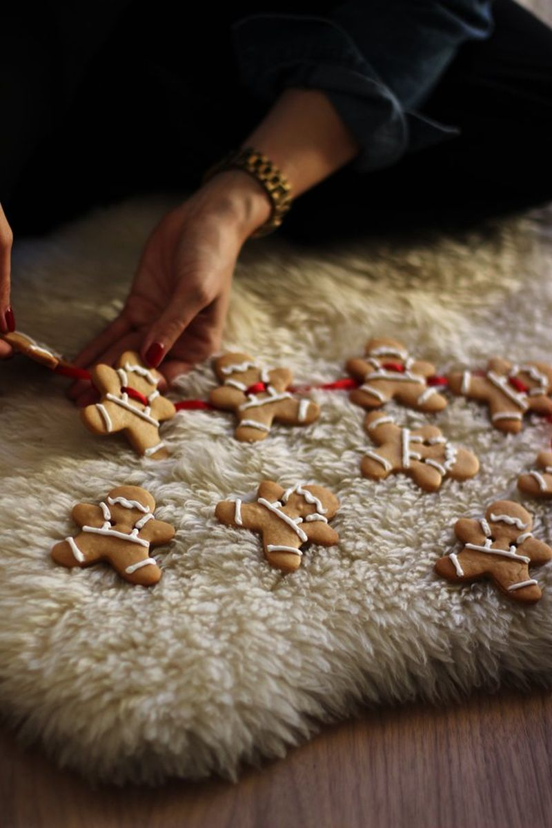 DIY Christmas garland from cookies