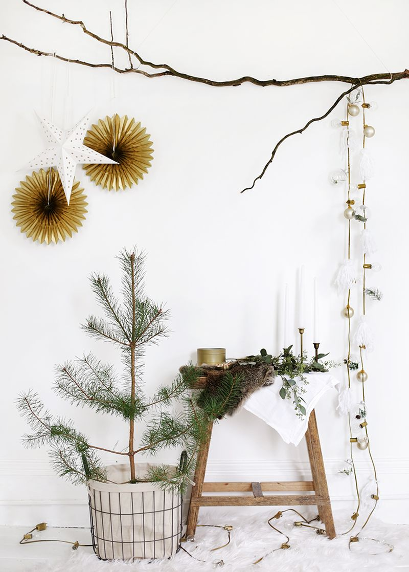 DIY Christmas garland from lights