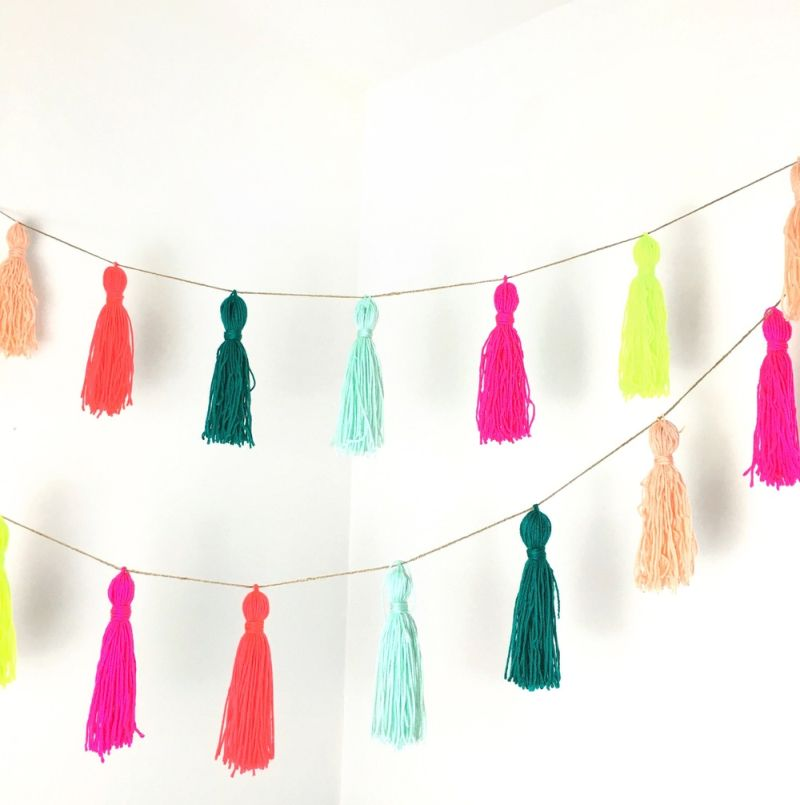 DIY Christmas garland from tassels