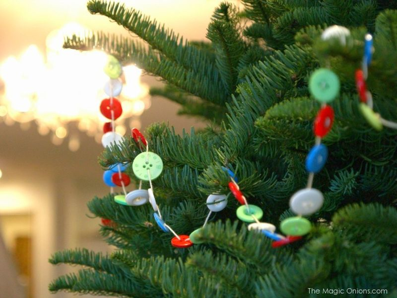 DIY button Christmas tree garland