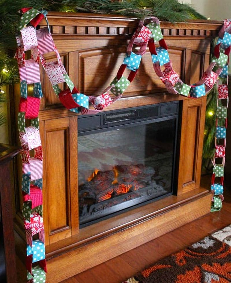 DIY christmas-garland from fabric