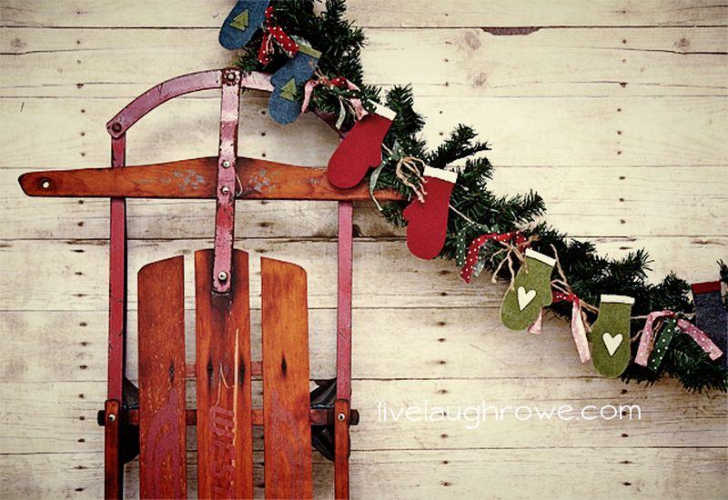 Felt mitten DIY christmas-garland