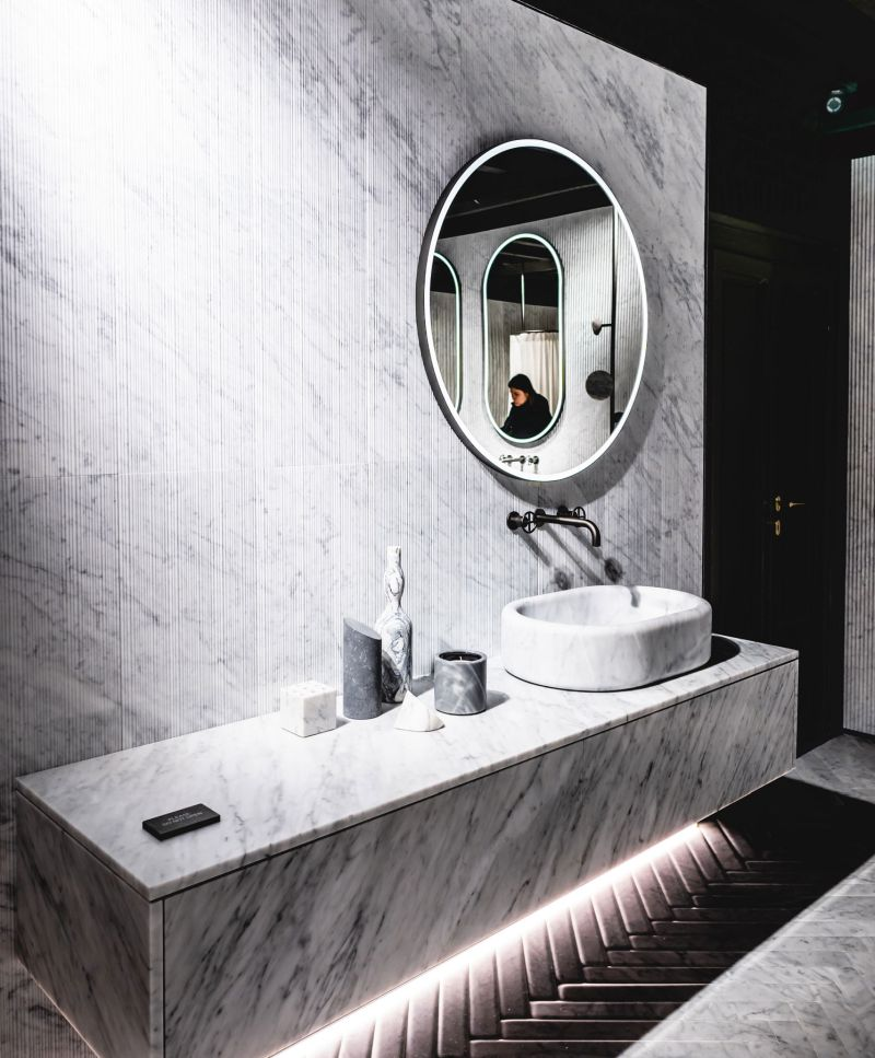 Marble accents in bathroom, furniture, home accessories and marble coverings.