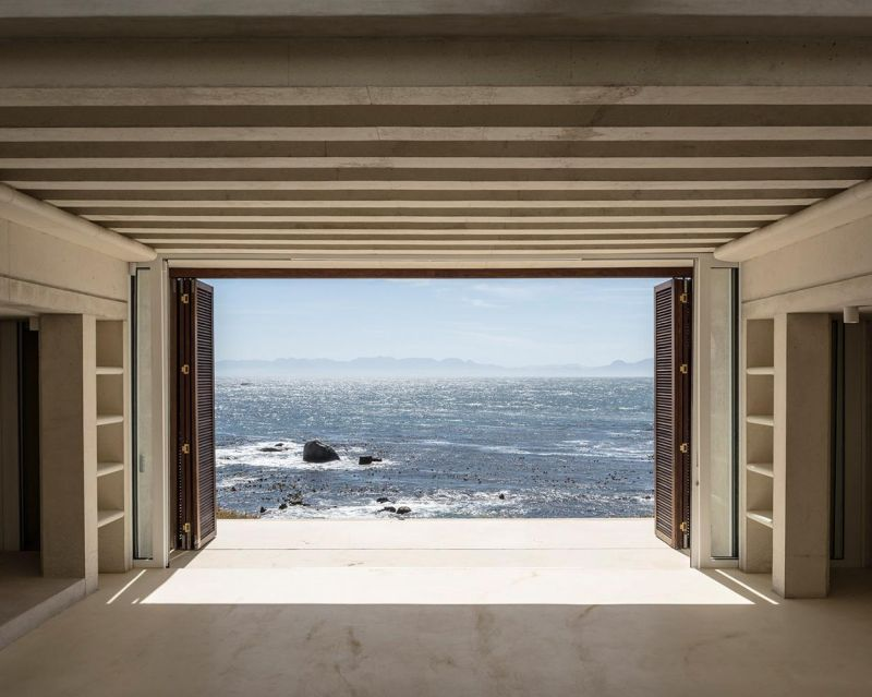 This Beach House in South Africa Features a Mechanized Glass Roof