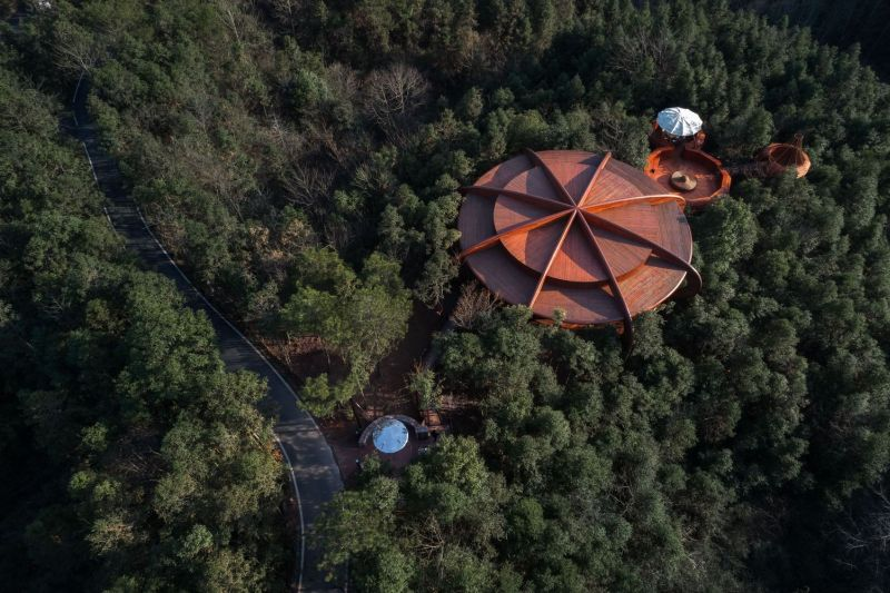 UFO-Inspired Tree House in Qiyun Mountain Invokes Sense of Science Fiction