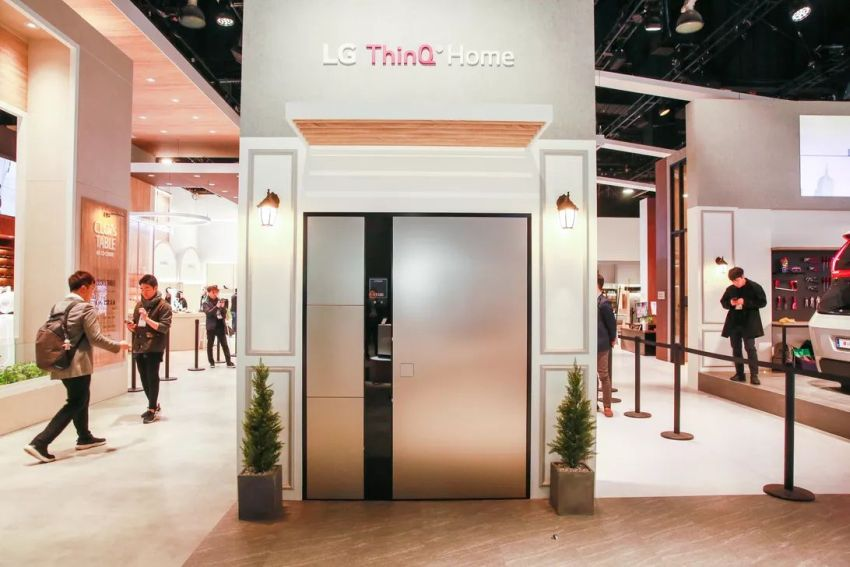 LG Showcases Futuristic Smart Door at CES 2020
