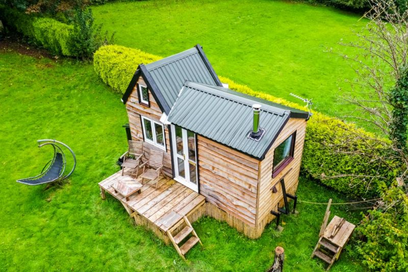17-Years-Old British Teenager Builds English-Styled Tiny House on His Own for $8K
