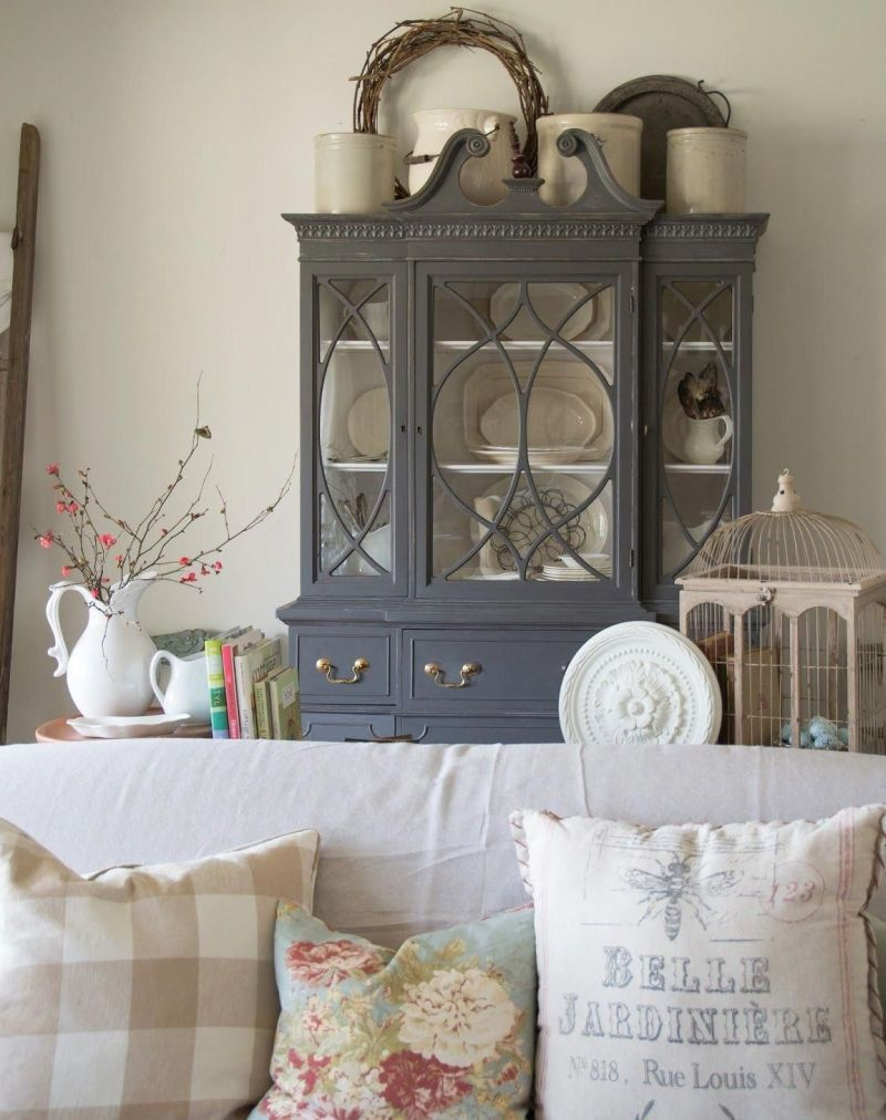 Spruce Up Your Living Room With Fresh Spring Elements This Year